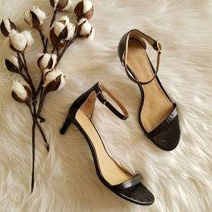 Banana Republic Black Leather kitten heels sz 7.5